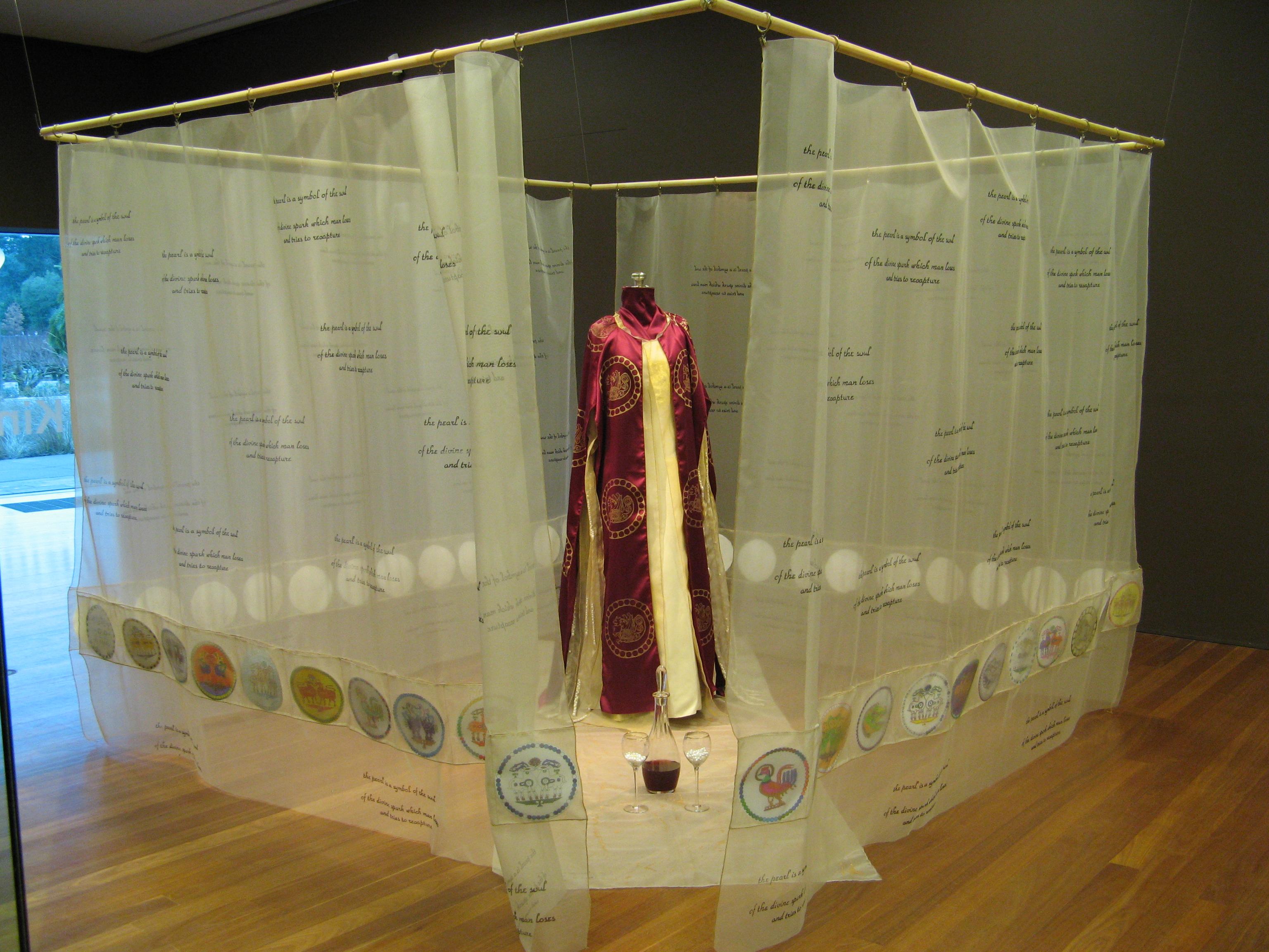 Munroe-Medallion Palace installation